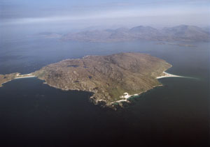Fig. H7.2. Aerial view of  Tarasaigh from the south-east with Paibeil in the foreground (SC 1004371, taken 25 April 2005. Crown Copyright: RCAHMS)